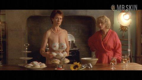 with-brazlian-calendar-girls-helen-mirren-boobs